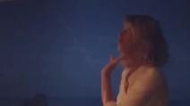 Alessia Marcuzzi canta napoletano per Mia che corre ad abbracciarla
