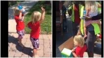 Arriva il camion della spazzatura e i bambini sono felicissimi: il motivo vi lascerà increduli