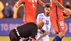 Messi abbatte l'arbitro con un tackle