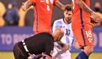 Messi abbatte l'arbitro con un tackle
