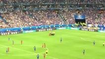 Portogallo-Francia, tifoso invade il campo e viene subito bloccato