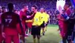 Cristiano Ronaldo più che euforico: strattona l'arbitro prima dei festeggiamenti
