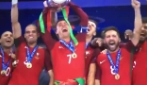 Portogallo-Francia 1-0, la premiazione con Cristiano Ronaldo che alza la coppa
