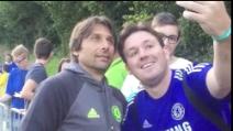 Autografi e selfie con i tifosi del Chelsea: Conte è già una star