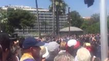 Nizza, fischi contro Manuel Valls alla commemorazione delle vittime dell'attentato