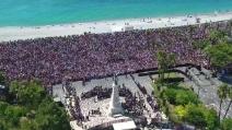 Nizza, migliaia di persone in strada alla commemorazione delle vittime dell'attentato