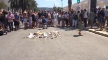 Nizza, spazzatura e sputi sul punto dove è stato ucciso l'attentatore
