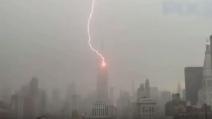 Fulmine colpisce l'Empire State Building: le impressionanti immagini