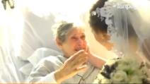La nonna non si sarebbe mai aspettata la sorpresa stupenda di questa sposa