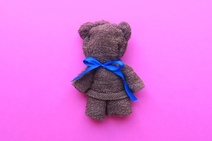 Come realizzare un orsetto con un asciugamano for Animali con asciugamani