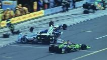 Pauroso contatto ai box: la monoposto di Rossi schiaccia un altro pilota