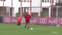Il rigore perfetto di Carlo Ancelotti in allenamento