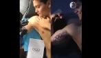 """Rio 2016, Schooling festeggia la medaglia d'oro con uno speciale tatuaggio """"olimpico"""""""