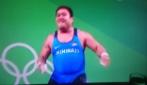 Rio 2016, il pesista di Kiribati e il suo strano balletto