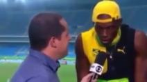 Usain Bolt vince la medaglia d'oro e canta una canzone di Bob Marley