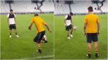 Juventus, lo spettacolare palleggio tra Dybala e Dani Alves