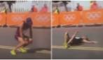 Rio 2016, paura per il corridore che ha un malore e crolla in strada