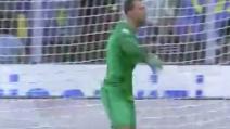 Il Palermo in vantaggio contro l'Inter: il gesto di stizza di Handanovic sul gol di Rispoli
