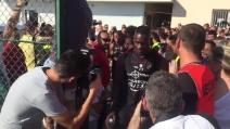 Mario Balotelli entra in campo nel primo allenamento col Nizza