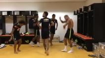 Lo strano balletto di Dani Alves, Neymar e Marcelo nello spogliatoio