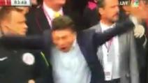 Mazzarri e Zuniga battono il Manchester di Mourinho: la grande esultanza dell'allenatore