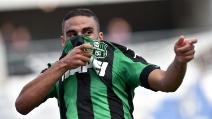 Defrel si copre il volto e spara: l'esultanza durante Sassuolo-Genoa