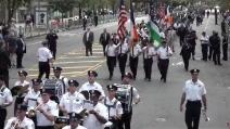 """11 settembre, al via le commemorazioni: la sfilata della polizia che suona """"New York, New York"""""""