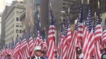 11 settembre, New York: 343 bandiere per ricordare i vigili del fuoco che morirono al World Trade Center
