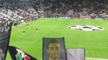 Juve-Siviglia, la grande carica dei bianconeri all'ingresso in campo