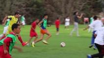 Bambini palestinesi e israeliani giocano insieme a calcio