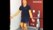 Andrea Iannone si allena in palestra