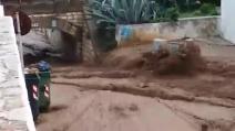 San Menaio (Foggia), la strada invasa da un fiume di fango e detriti