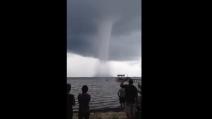 Un'incredibile tromba d'aria al largo delle coste della Florida