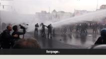 Scontri Bce, le proteste e gli idranti sulla folla