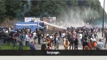 Napoli, scontri Bce, idranti sulla folla
