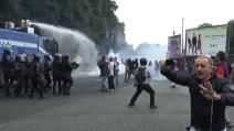 Napoli, tensione tra una parte di manifestanti e la polizia