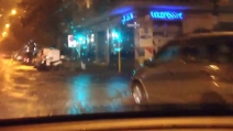 Maltempo Roma, strade allagate per il violento nubifragio