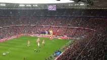 Tifosi del Bayern Monaco dedicano la coreografia ai tifosi della Civitanovese
