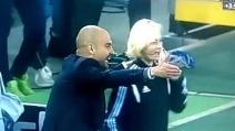 Pep Guardiola furioso con il quarto ufficiale di gara