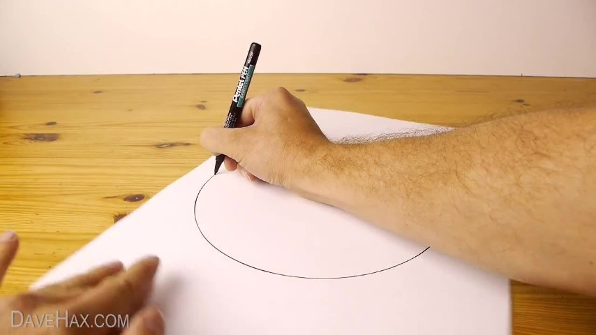 Ecco il trucco per disegnare un cerchio perfetto senza usare il compasso