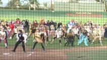"""Halloween, il fantastico Flash mob di """"Thriller"""" sul campo di calcio"""