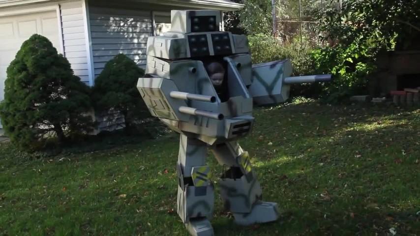 Un originale vestito di halloween per padre e figlio ecco il robot di ryan - Robot per cucinare e cuocere ...