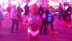 Il bambino che balla per strada a New York