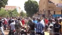 """Burkina Faso, il colonnello annuncia: """"Sono il nuovo presidente"""""""