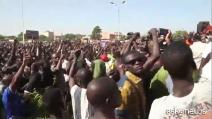 Burkina Faso, il colonnello Zida si impone come guida la popolazione protesta