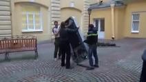 Russia, rimosso il monumento della Apple dopo il coming out dell'Ad Tim Cook