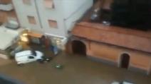Esonda il fiume Carrione, alluvione a Marina di Carrara