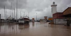 """Marina di Carrara: """"Il mare non riceve più e il fiume sta esondando"""""""