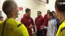 Messi e Ronaldo si salutano prima dell'amichevole Argentina-Portogallo