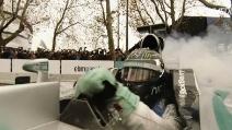 """Ecco come """"distruggere"""" gli pneumatici di una Formula 1: a lezione da Rosberg ed Hamilton"""